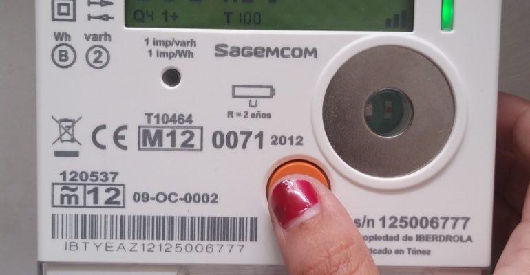 Manipular el contador de la luz